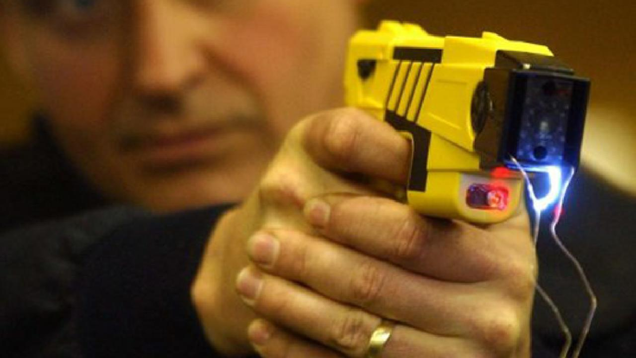 police officers use of tasers Deadly police shootings across the country are forcing some big city police departments to take a new look at whether stun guns typically called tasers could reduce the number of fatal encounters between officers and the public.