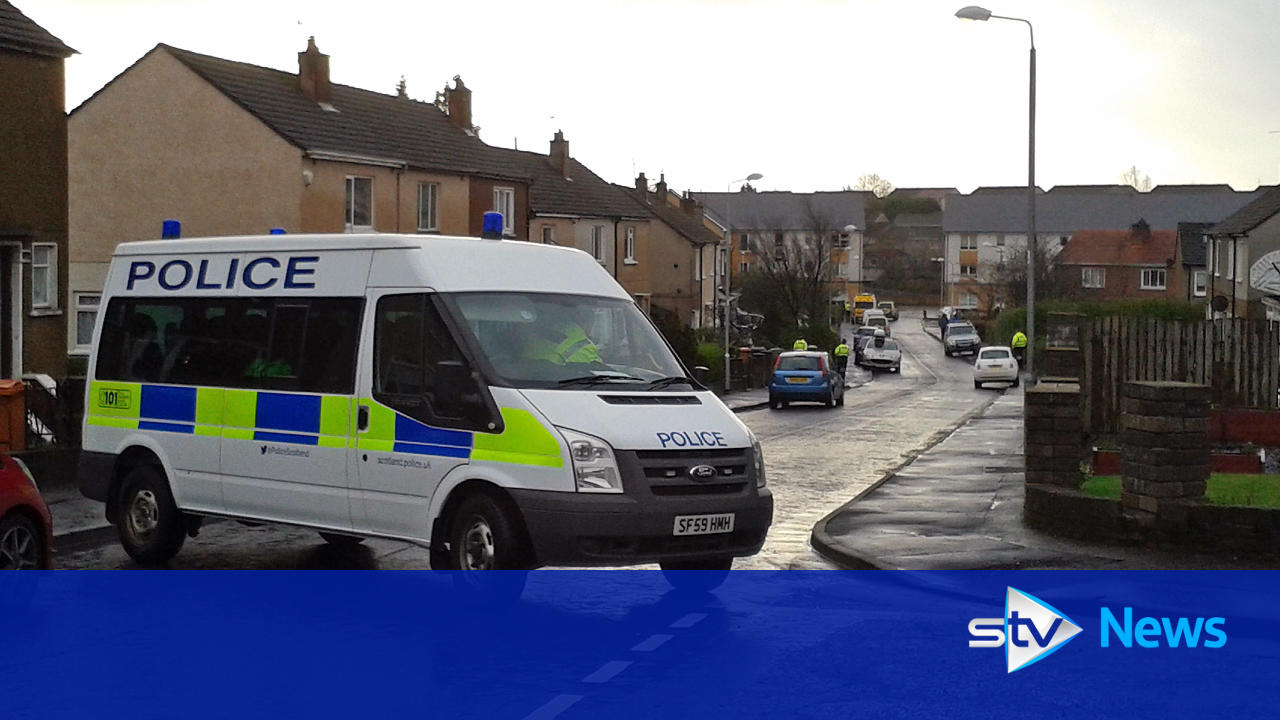 man detained following 39 stand off 39 with police in bearsden. Black Bedroom Furniture Sets. Home Design Ideas