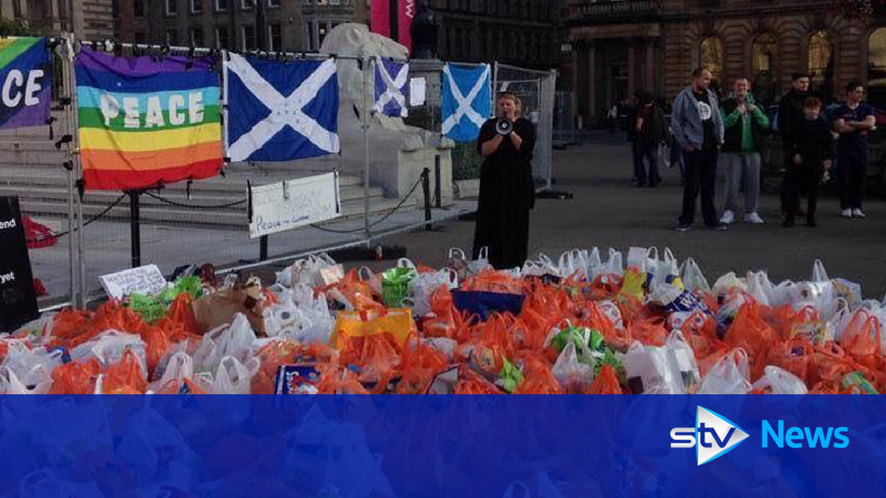 Hundreds of bags donated to pop-up food bank in George Square