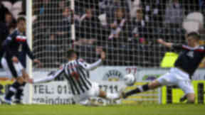 Steven Thompson (9) slides in to put St Mirren ahead