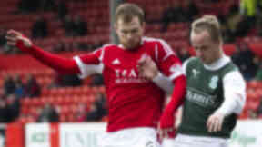 Hibernian's Leigh Griffiths (right) tussles with Mark Reynolds