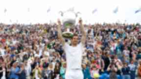 Andy Murray claimed a record fifth title at Queen's Club in London.