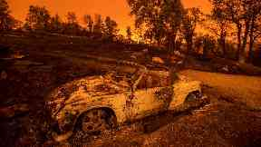 'Terrifying' California wildfire burns 500 structures