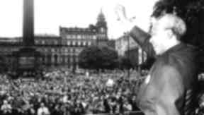 Glasgow: Mandela in George Square to accept freedom of the city.