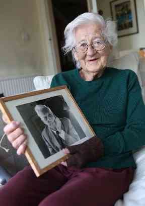Mary Stopes Roe with a photo of her father, Sir Barnes Neville Wallis, inventor of the bouncing bombs.