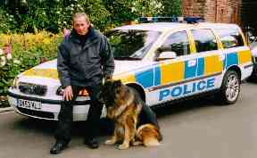Alan with his on camera police dog Jed for series 22 episode Law.