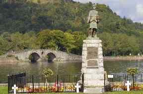 Inveraray's war memorial against the backdrop of Loch Fyne.