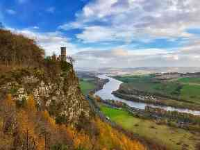 Kinnoull Hill has fine woodlands and a dramatic clifftop escarpment above the Tay.