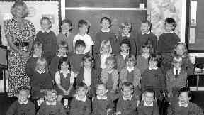 Teacher Gwen Mayor and the class targeted in the 1996 Dunblane shooting.