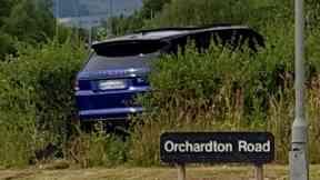 Crash: Blue Range Rover involved.