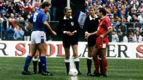 Referee: George Smith with Rangers and Aberdeen captains Terry Butcher and Willie Miller in 1988.