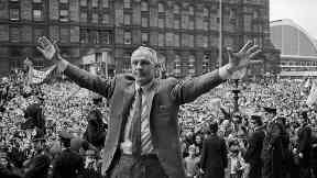 Football legend Shankly's birthplace memorial reinstated