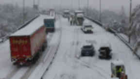 Snow causes travel chaos