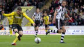Gary Hooper fires in his first goal as Celtic beat St Mirren 2-0
