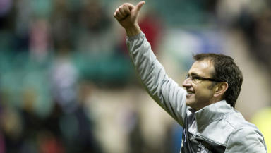 Hibernian manager Pat Fenlon salutes the fans at the final whistle