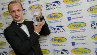 Hibernian striker Leigh Griffiths has been named the PFA Scotland Young Player of the Year award for 2012/2013