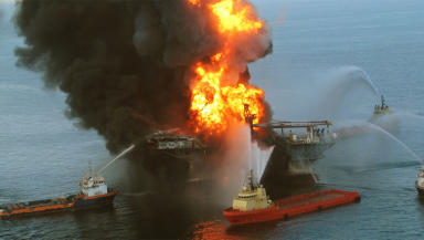 Deepwater Horizon BP oil rig disaster in USA 2010 oil spill environment quality image Public domain image