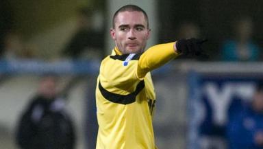 Hibernian loan signing James McPake.