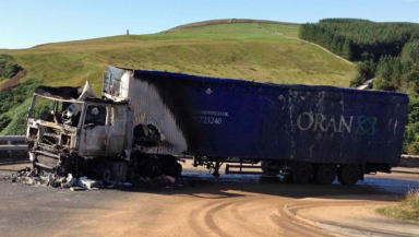 A major Highland road was closed after an artic lorry caught fire. The incident happened on the A9 at Berriedale Braes on the northern coast of Caithness.