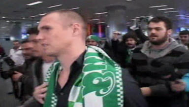 Video: Kenny Miller is mobbed on arrival in Turkey