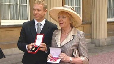 Chris Hoy receives knighthood