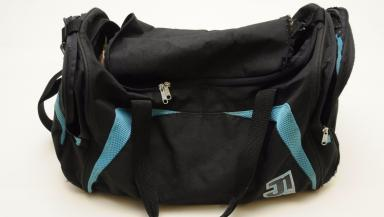 Sports bag: The culprit used this blue holdall during the robbery.