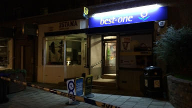 Best-One: Man injured in shop robbery.
