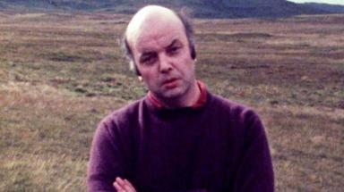 Bonn Comhraidh: Presenter on first Gaelic current affairs TV show.