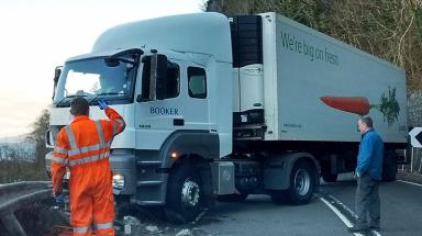 A82: Lorry crashes into barrier and blocks road.