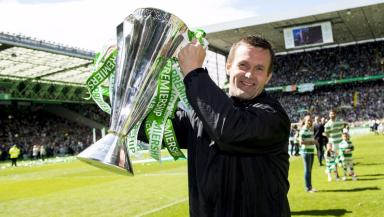 Ronny Deila with Premiership trophy
