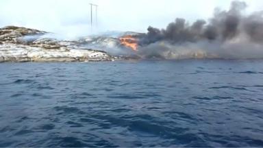 Turøy: Blaze after helicopter crashed on island.