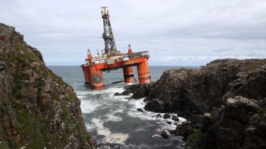 Transocean Winner: Oil rig during grounding on Lewis.