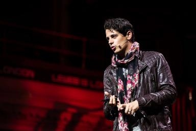 Milo Yiannopoulos: Encouraged votes to 'annoy your professors'.