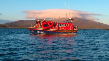 Leverburgh RNLI: Lifeboat team benefits from donation.