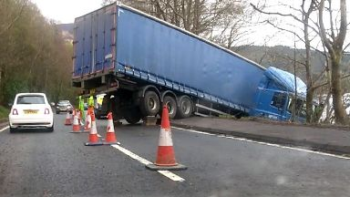 Crash: Lorry jackknifed off road.