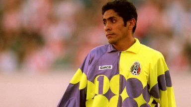Jorge Campos: The legendary Mexican goalkeeper will take part.