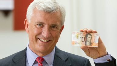 David Duffy showing new Clydesdale Bank plastic polymer £10 banknote.