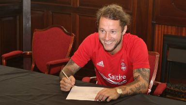Stevie May: Aberdeen confirm signing of forward.