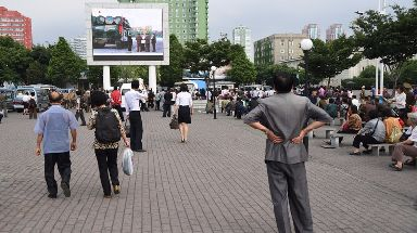 People in North Korean capital Pyongyang watch news about missiles.
