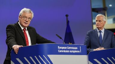 Britain's Brexit Secretary David Davis (L) and European Union (EU) chief negotiator Michel Barnier.