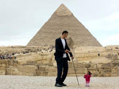 Sultan Kosen and Jyoti Amage at the Giza Pyramids in Cairo.
