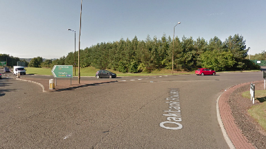 A71: Traffic warning for motorists near Oakland roundabout.