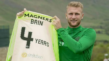 Scott Bain has signed for Celtic until 2022.