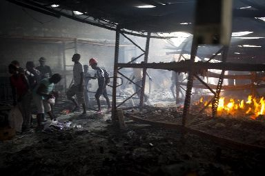 People loot a Delimart store in Port-au-Prince