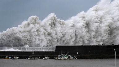 High waves hit breakwaters in Aki.