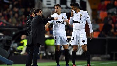 Marcelino with Valencia stars Ezequiel Garay and Gabriel Paulista.