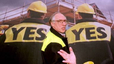 Donald Dewar at the launch of the 'Yes, Yes' campaign.
