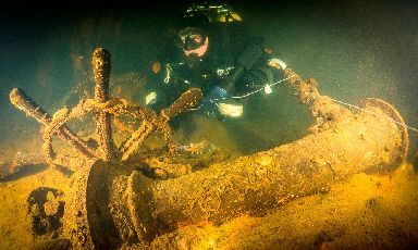 Warship: Wreckage on the seabed.