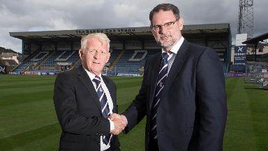 Gordon Strachan and Dundee managing director John Nelms.