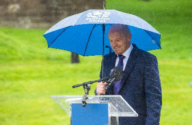 Gregor Townsend announced the squad in the rain at Linlithgow Palace.